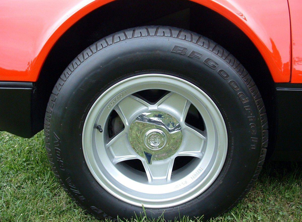 VOITURES DE LEGENDE (1027) : FERRARI  365 GT4 PININ FARINA BERLINETTA BOXER - 1973