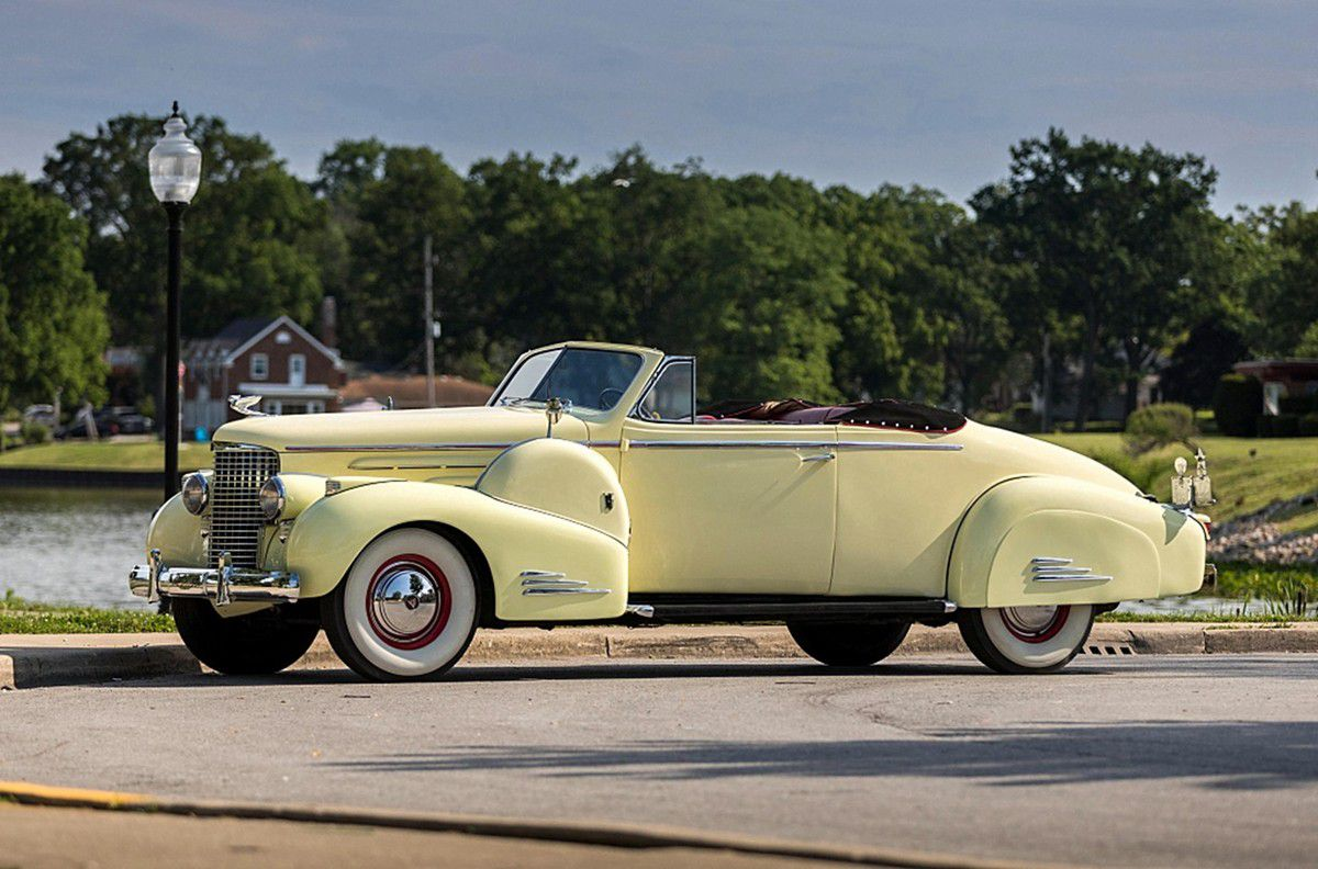 VOITURES DE LEGENDE (1030) : CADILLAC  V16 SERIES 90  FLEETWOOD CONVERTIBLE COUPE - 1938