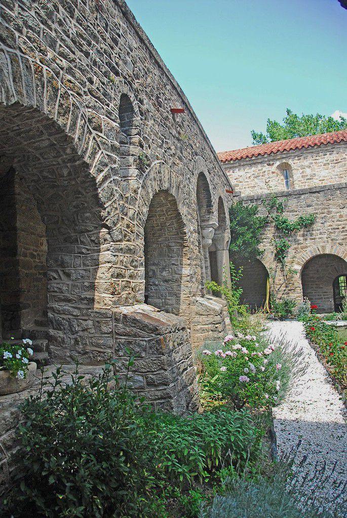 TRESORS DU PATRIMOINE FRANCAIS : ABBAYE SAINT-MARTIN DU CANIGOU  (PYRENEES-ORIENTALES)