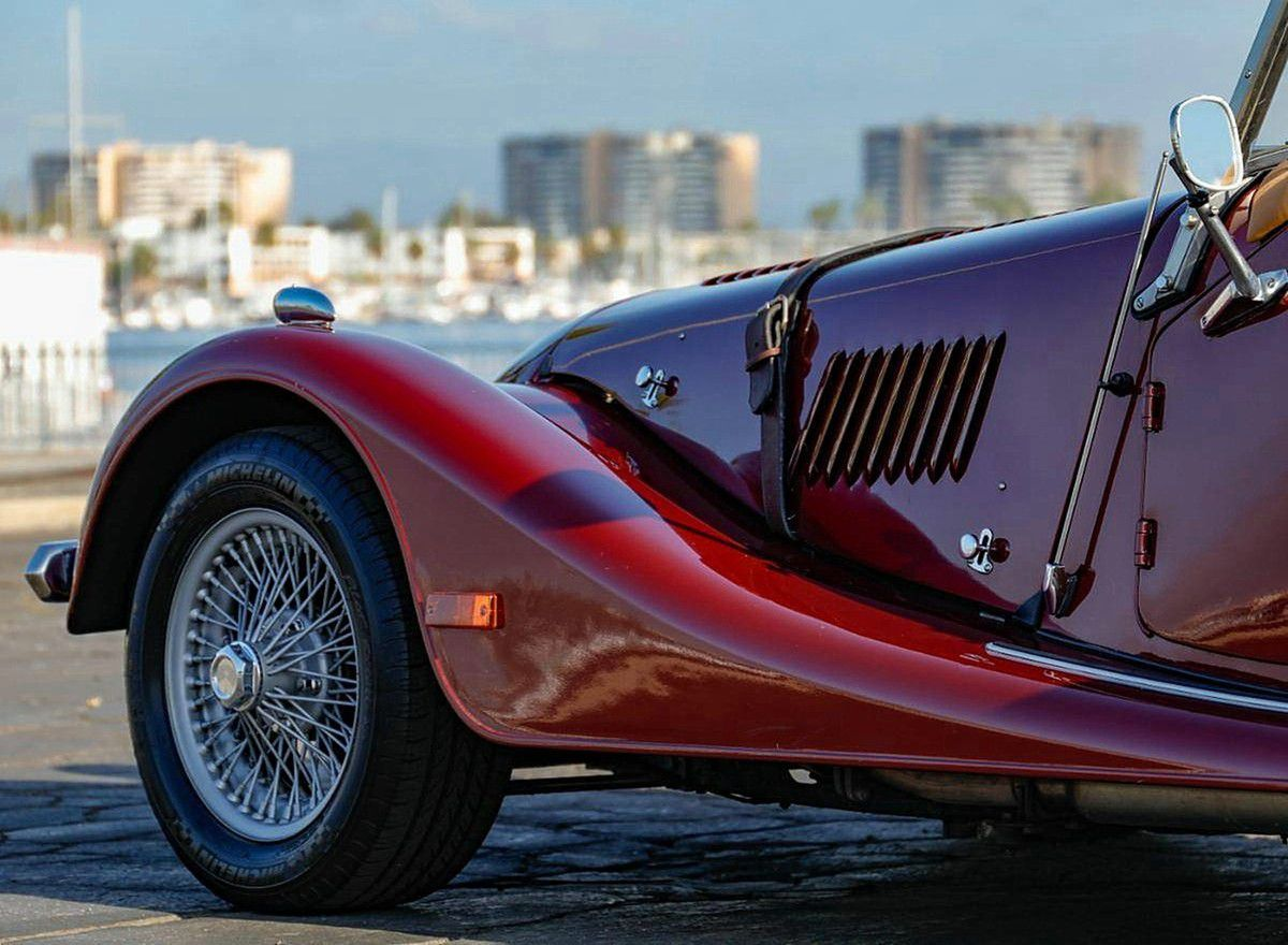 VOITURES DE LEGENDE (1059) : MORGAN PLUS 8 CONVERTIBLE - 1998