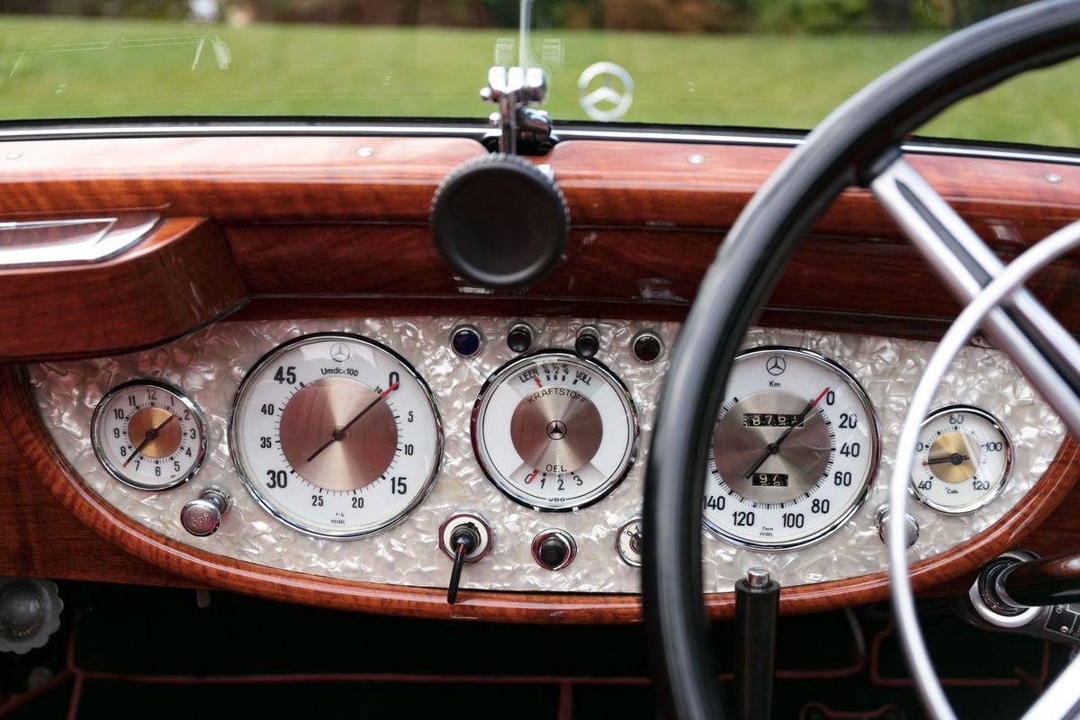 VOITURES DE LEGENDE (1073) : MERCEDES-BENZ  540K SINDELFINGEN CABRIOLET B - 1937
