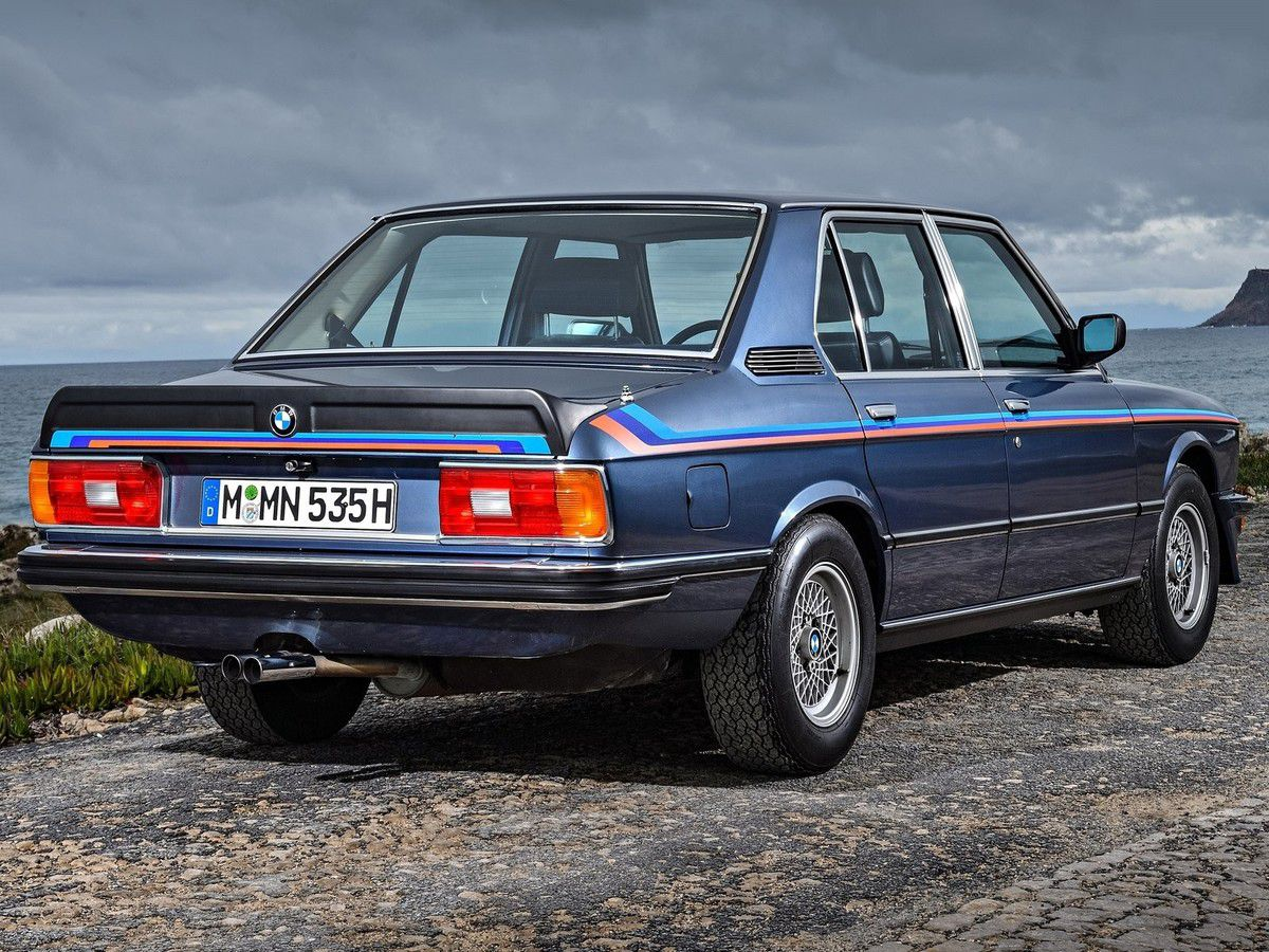 VOITURES DE LEGENDE (1080) : BMW  SERIE 5  (E12)  M 535i - 1980