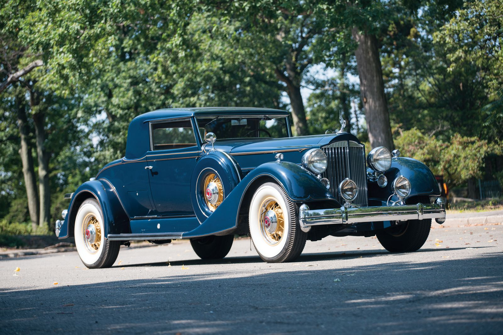 VOITURES DE LEGENDE (1114) : PACKARD TWELVE  SERIES 1107  2/4 PASSENGER COUPE - 1934