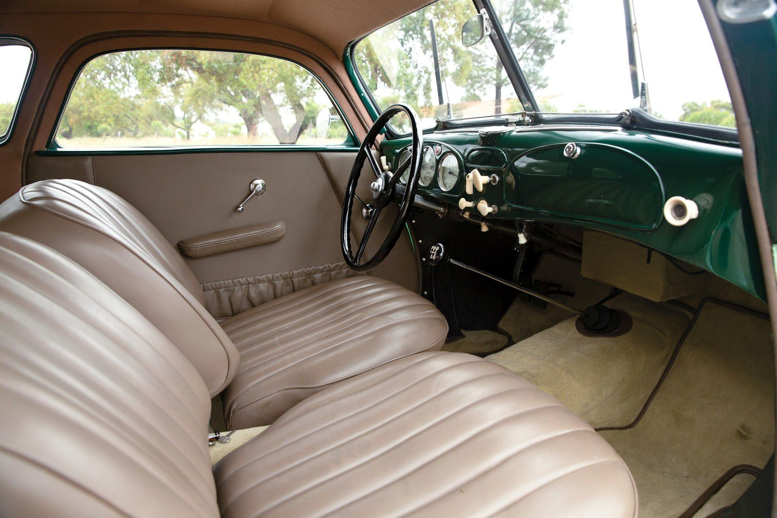 VOITURES DE LEGENDE (1124) : BMW  327 COUPE - 1938