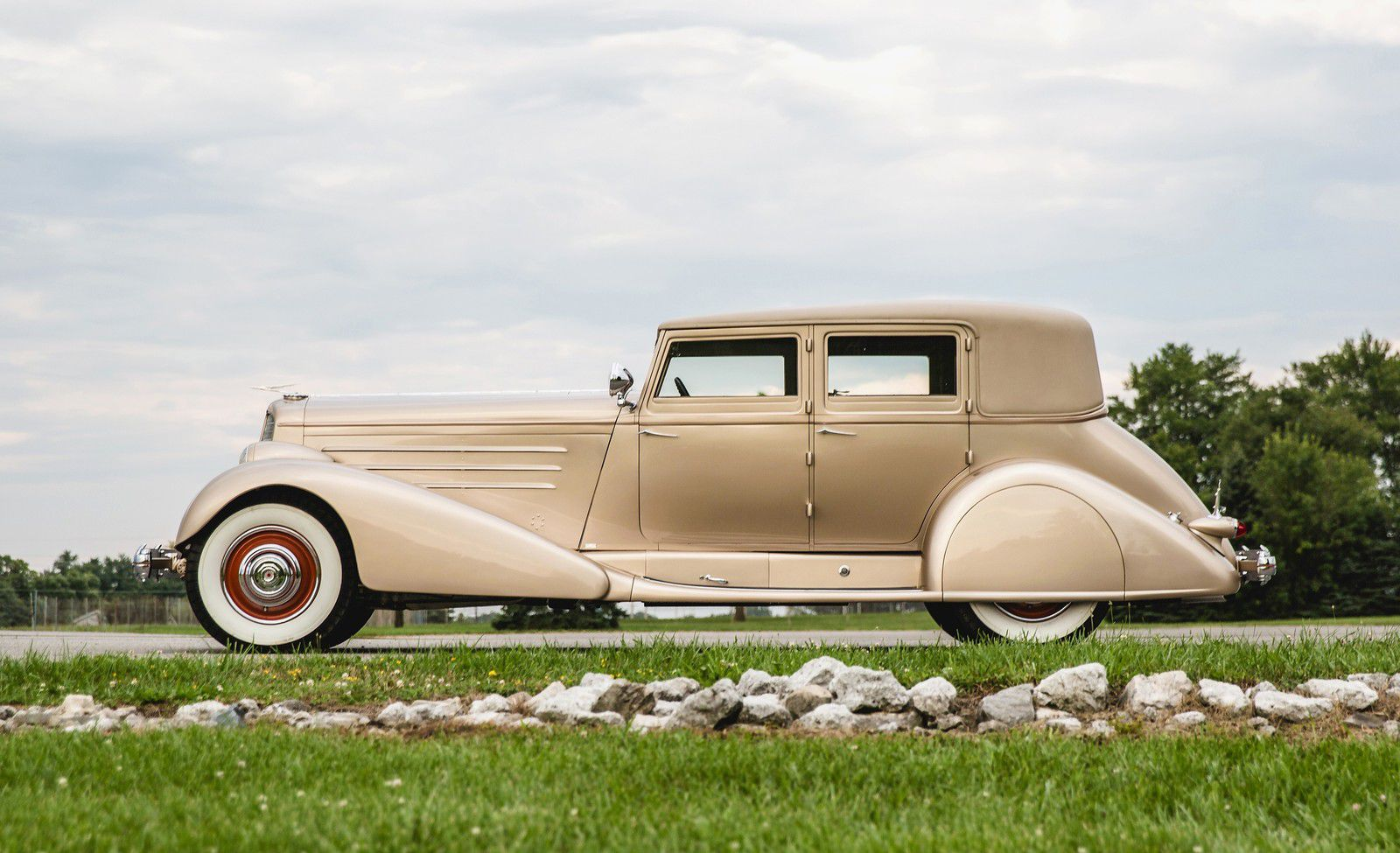 VOITURES DE LEGENDE (1123) : DUESENBERG  MODEL J SEDAN SWB BY BOHMAN & SCHWARTZ - 1929
