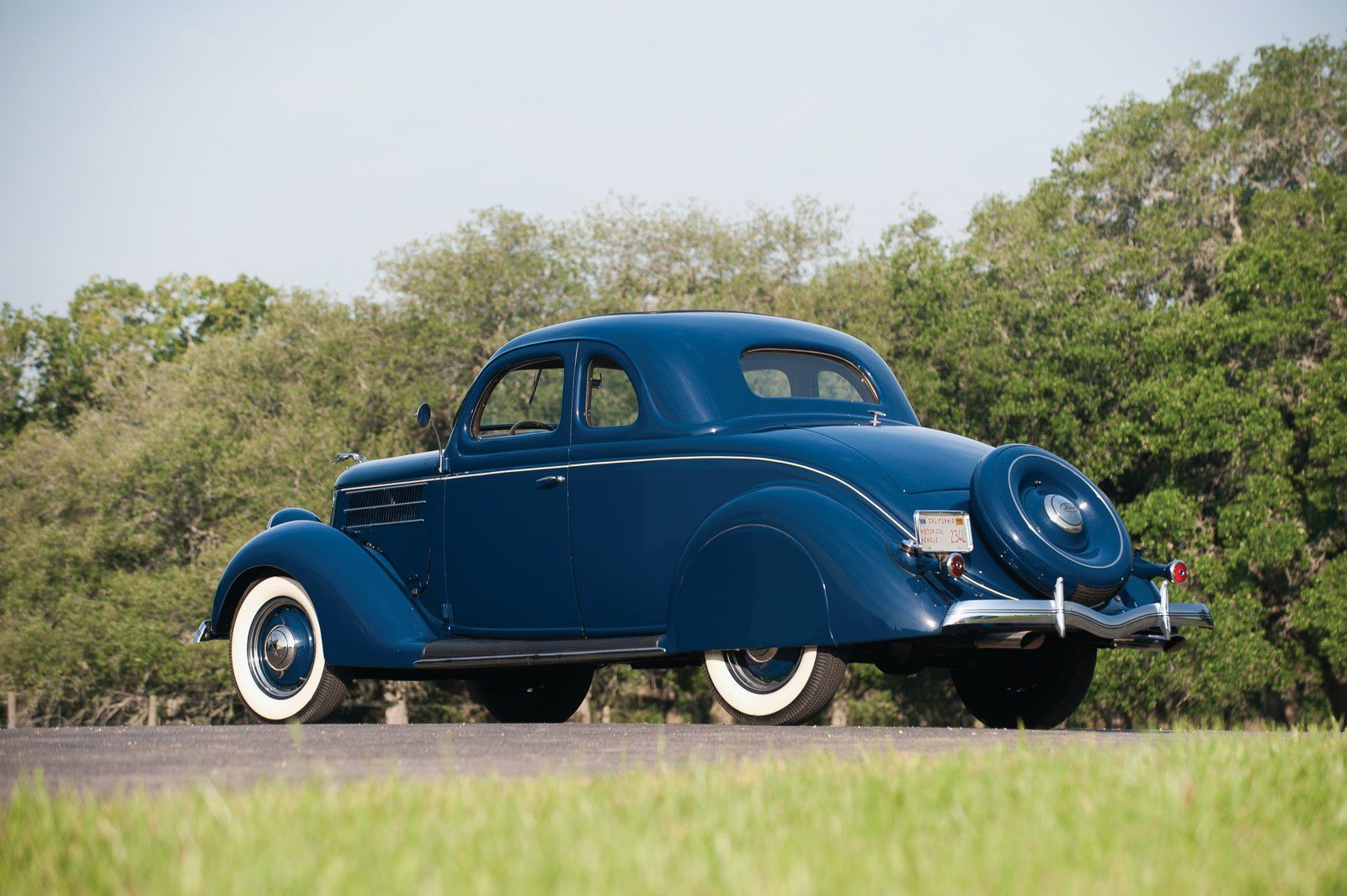 VOITURES DE LEGENDE (1150) : FORD  V8 DeLuxe COUPE FIVE WINDOW - 1936