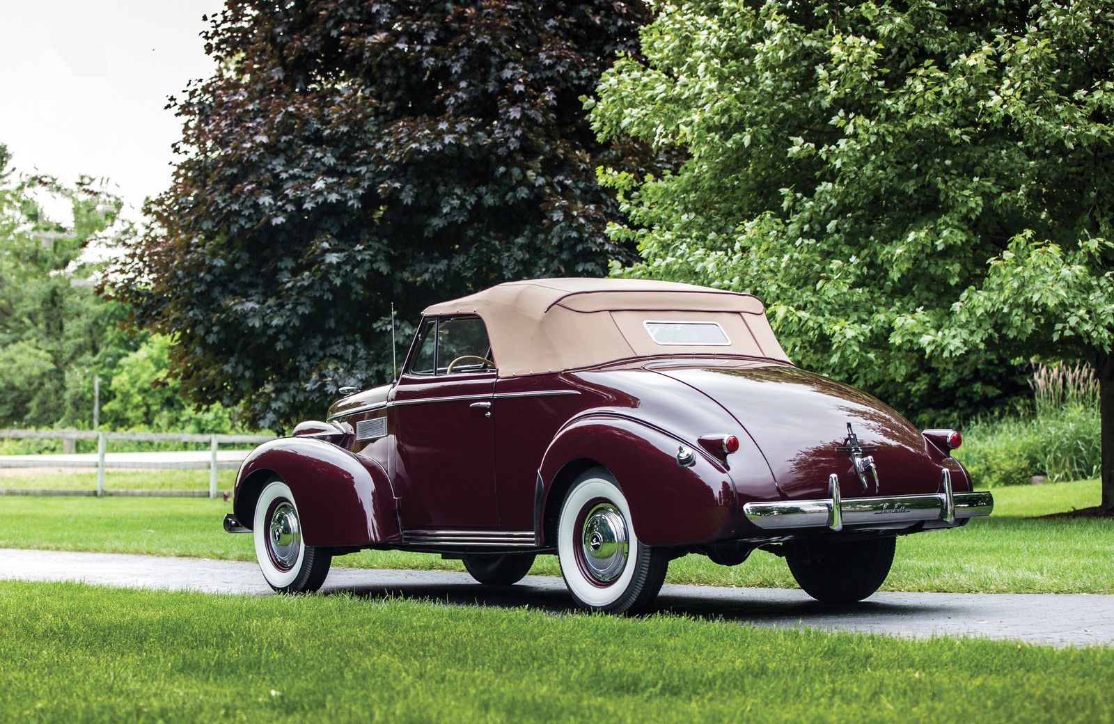 VOITURES DE LEGENDE (1195) : LaSALLE CONVERTIBLE COUPE - 1939