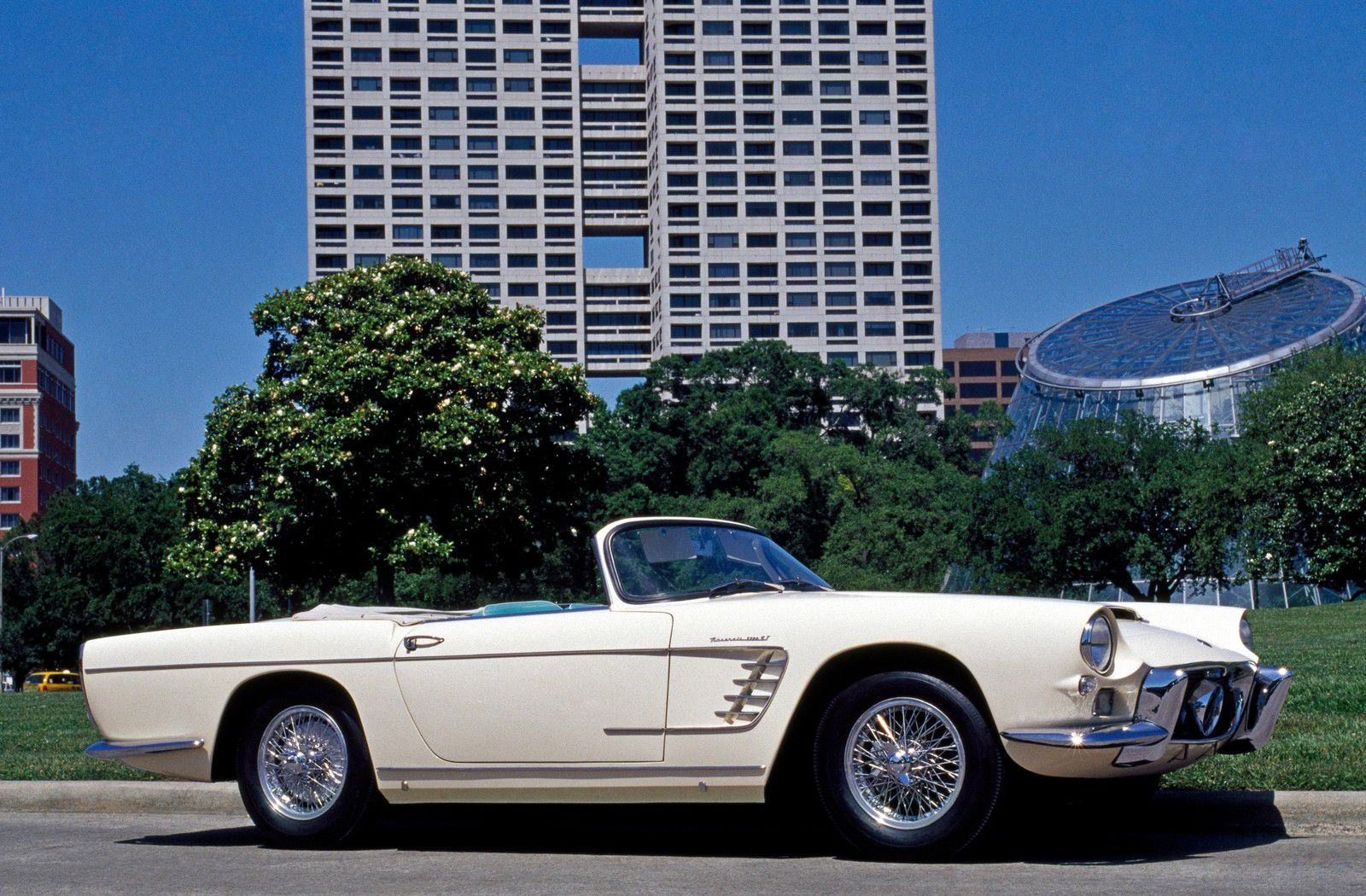 VOITURES DE LEGENDE (1201) : MASERATI  3500 GT FRUA SPYDER - 1959