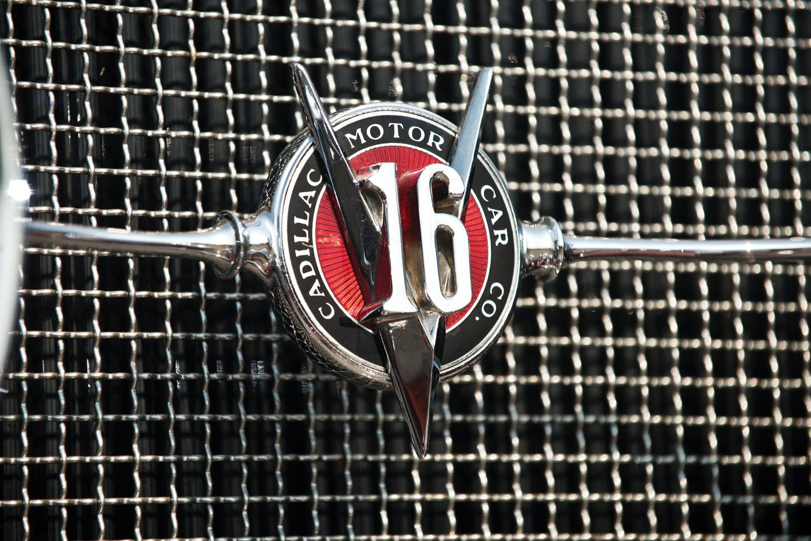 VOITURES DE LEGENDE (1204) : CADILLAC  V16 SERIES 452  SPECIALE DUAL COWL PHAETON By FLEETWOOD - 1931