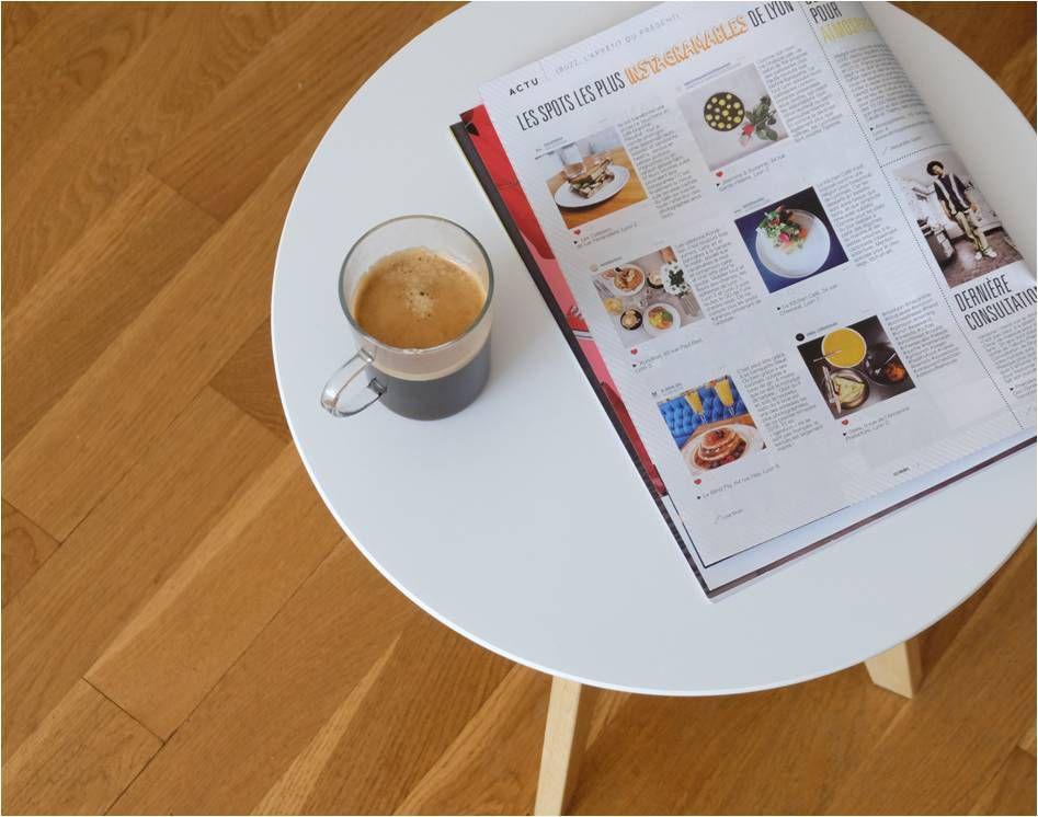 La petite pause lecture des spots lyonnais instagrammables...(on voit bien que c'est une table et pas un tabouret, non ?!)