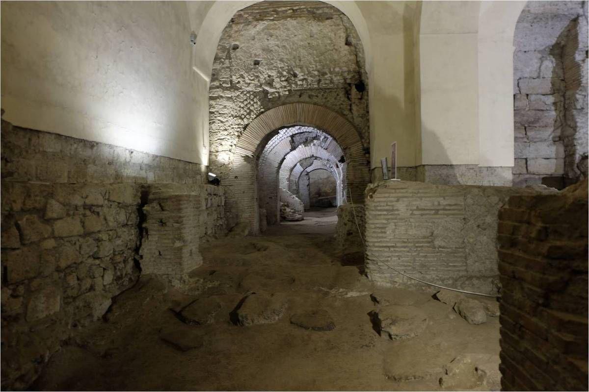 Naples souterraine : c'est impressionnant de déambuler dans l'ancien marché romain !
