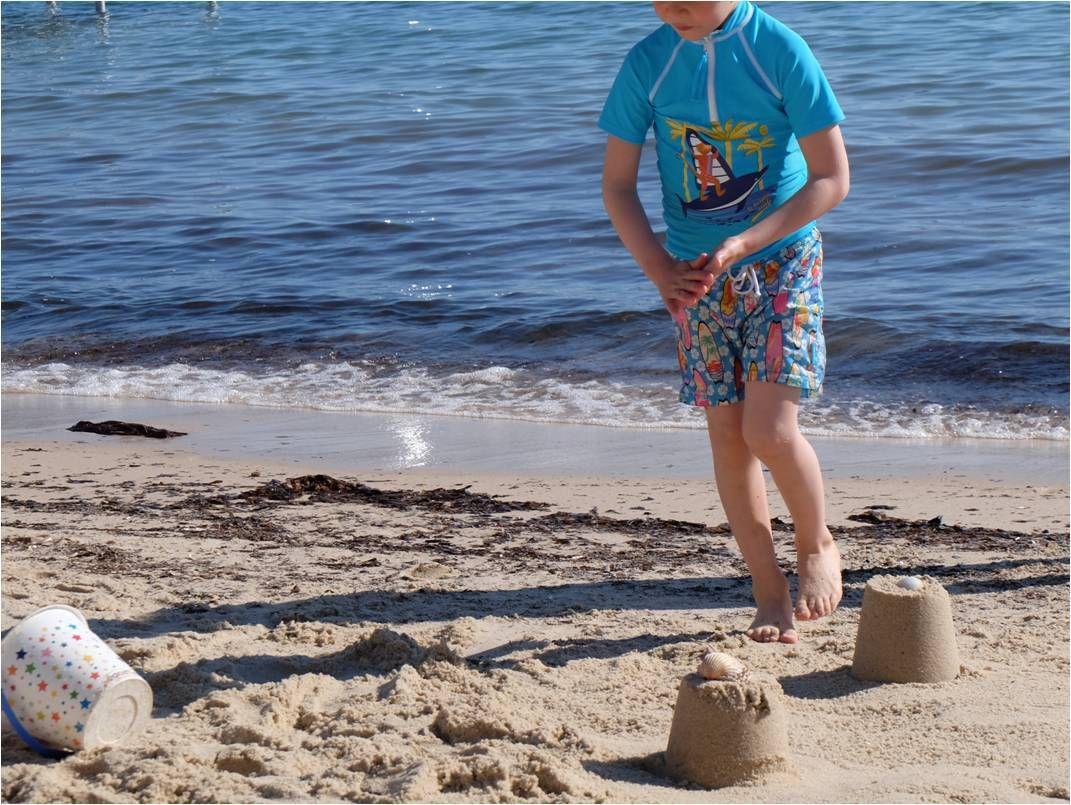 A la plage, c'est tenue anti UV Mayoparasol ! ⛱