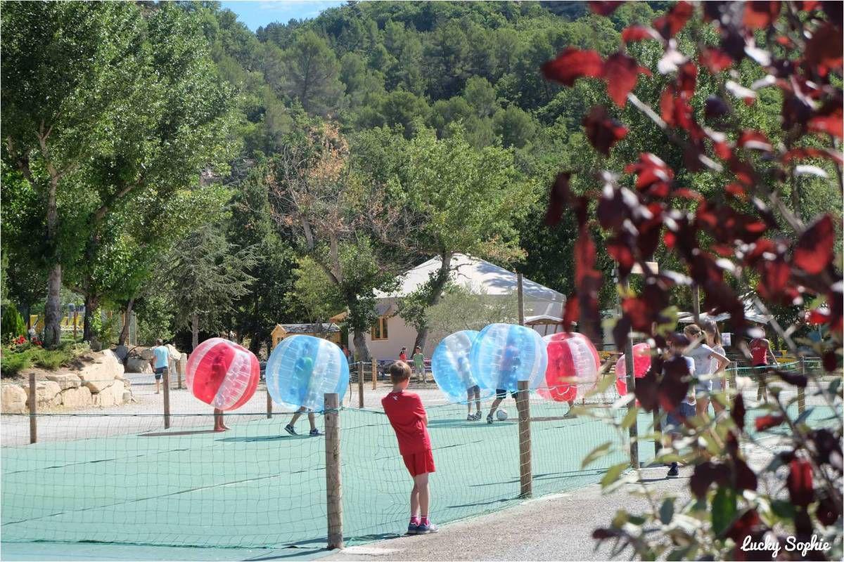 Du foot en bulle au club enfants