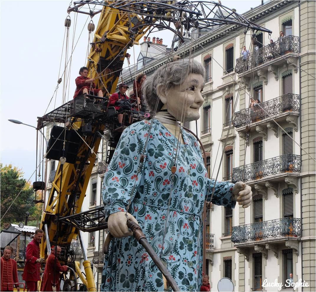 Quand la Grand-Mère marche avec sa canne, elle fait tout de même du 1,2 km / heure !