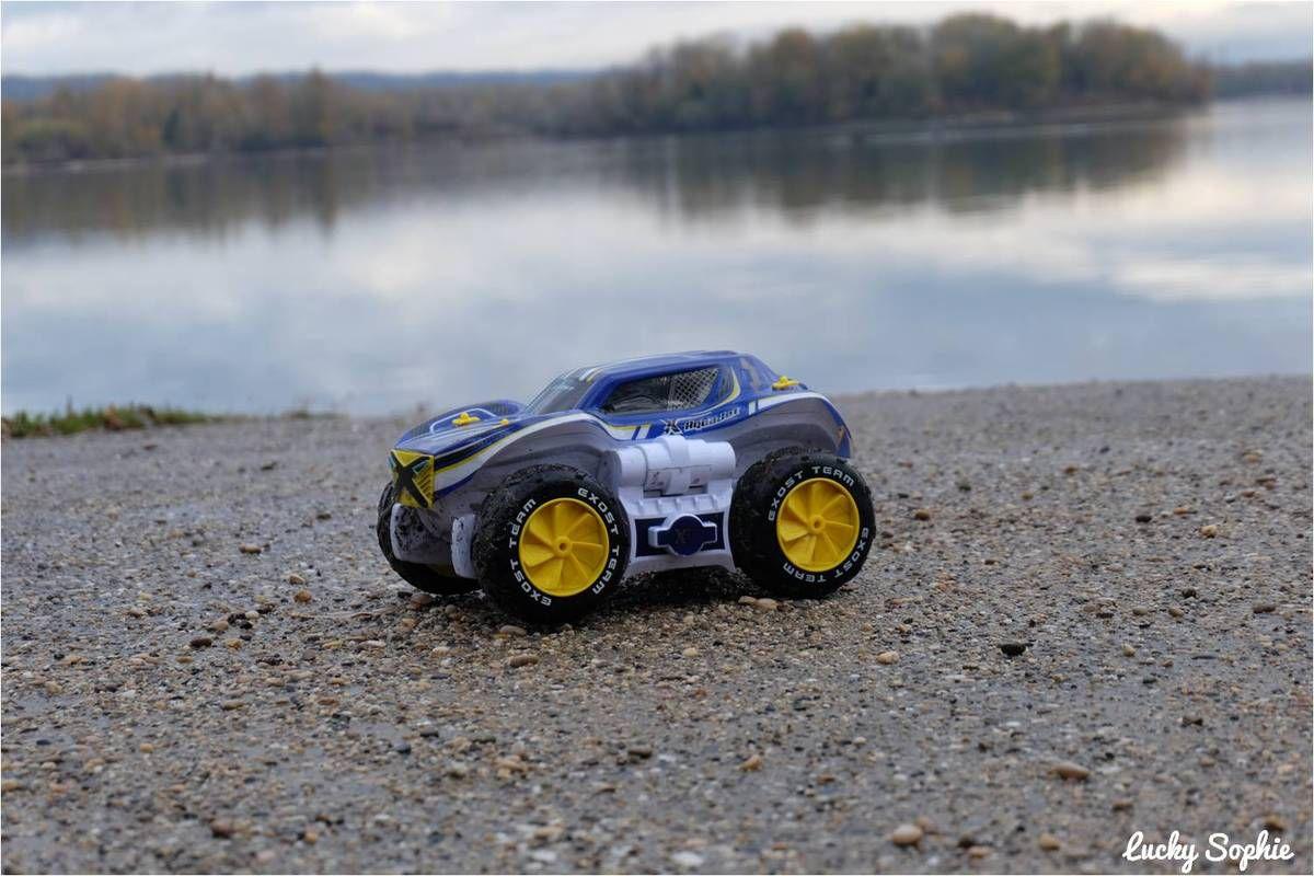 Aquajet, voiture télécommandée qui se transforme en bateau !