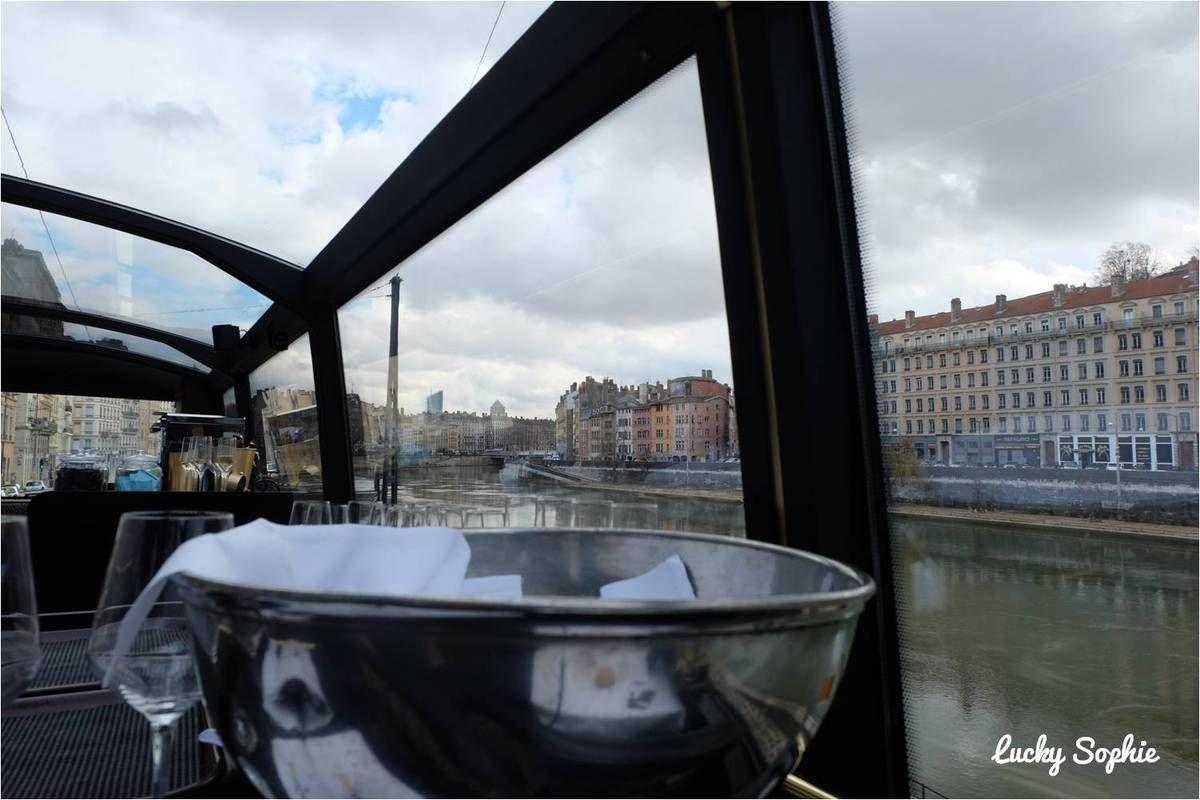 Le Wagonbar, bus à impériale et resto d'exception à Lyon