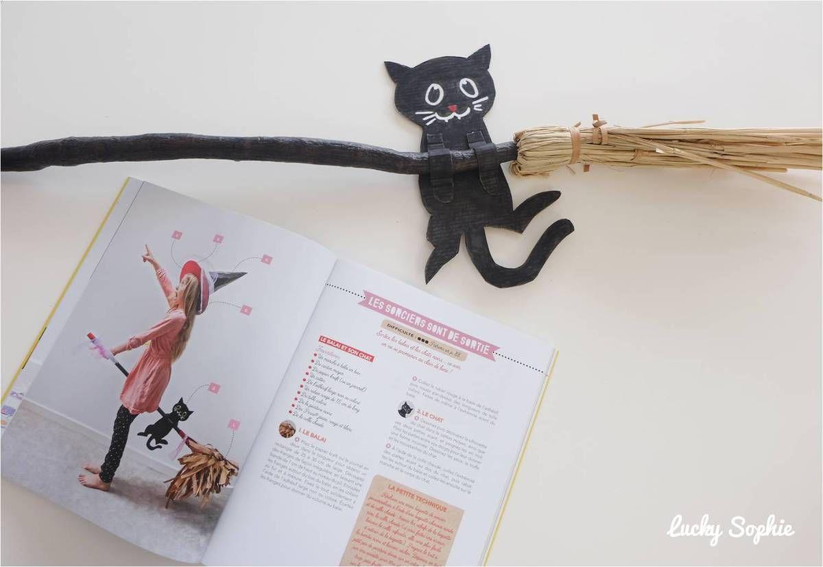 On a adoré ajouter ce petit chat noir en carton sur le balai de la sorcière !