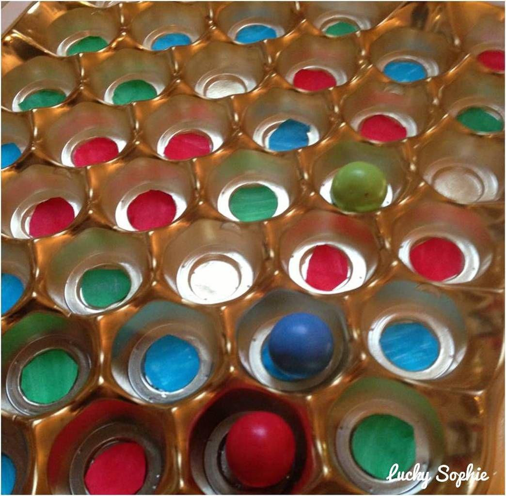 Un jeu de société fabriqué avec un emballage de boîte de chocolats (une idée des enfants eux-mêmes)