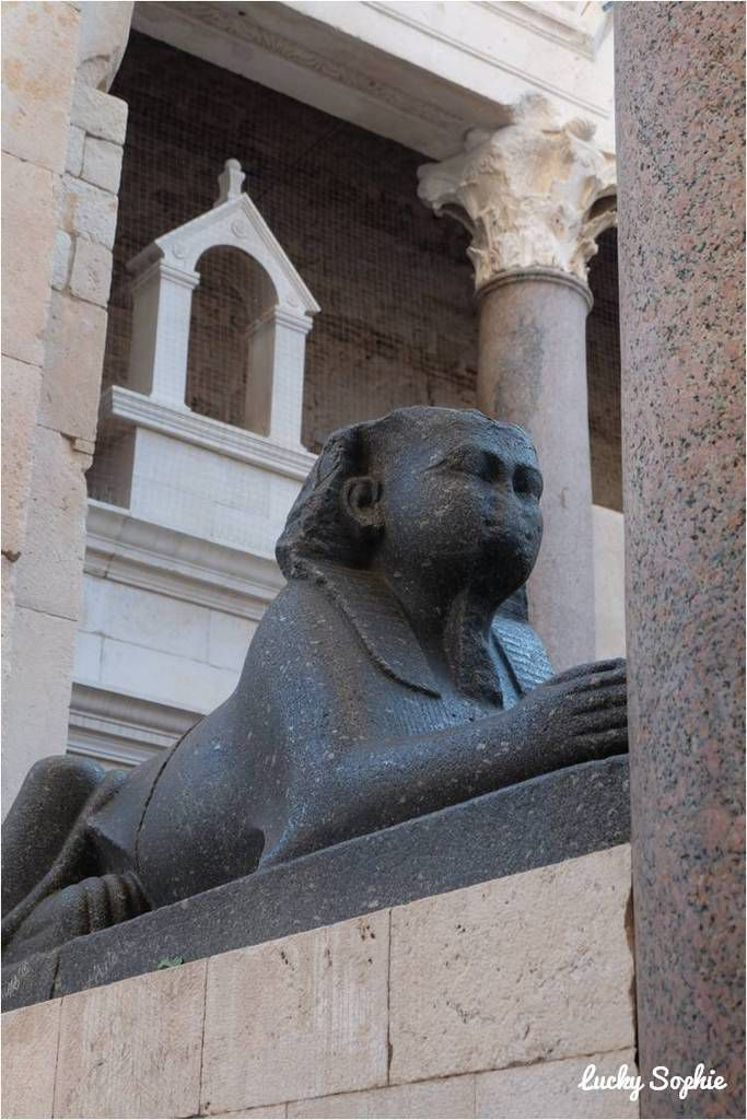 Et même un sphynx rapporté d'Egypte par Dioclétien !