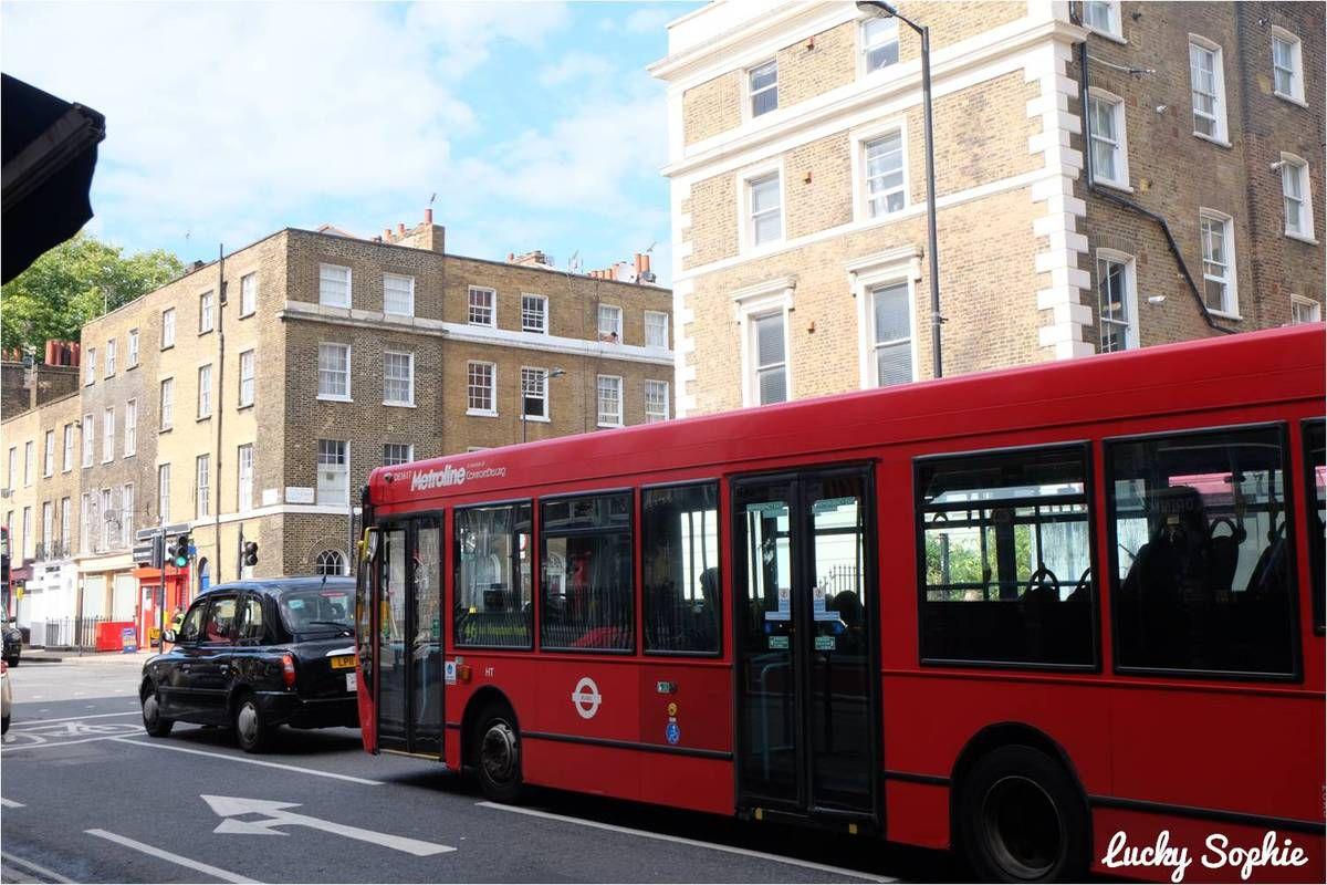 Quasiment tous les bus de Londres sont à 2 étages, mais on a trouvé l'exception qui confirme la règle !