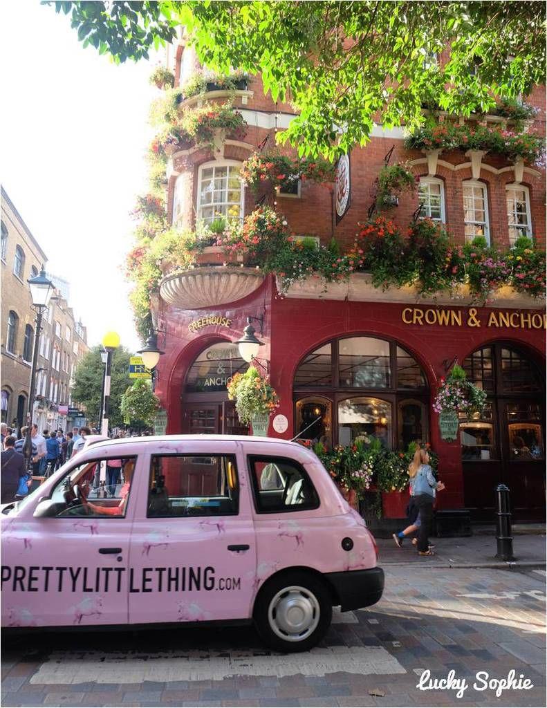 Londres... Ses beaux immeubles en briques, ses légendaires bus et taxis, ses pubs fleuris, ses magasins d'accessoires trop chouettes, ses incroyables musées gratuits : quel plaisir de faire découvrir tout cela aux enfants !