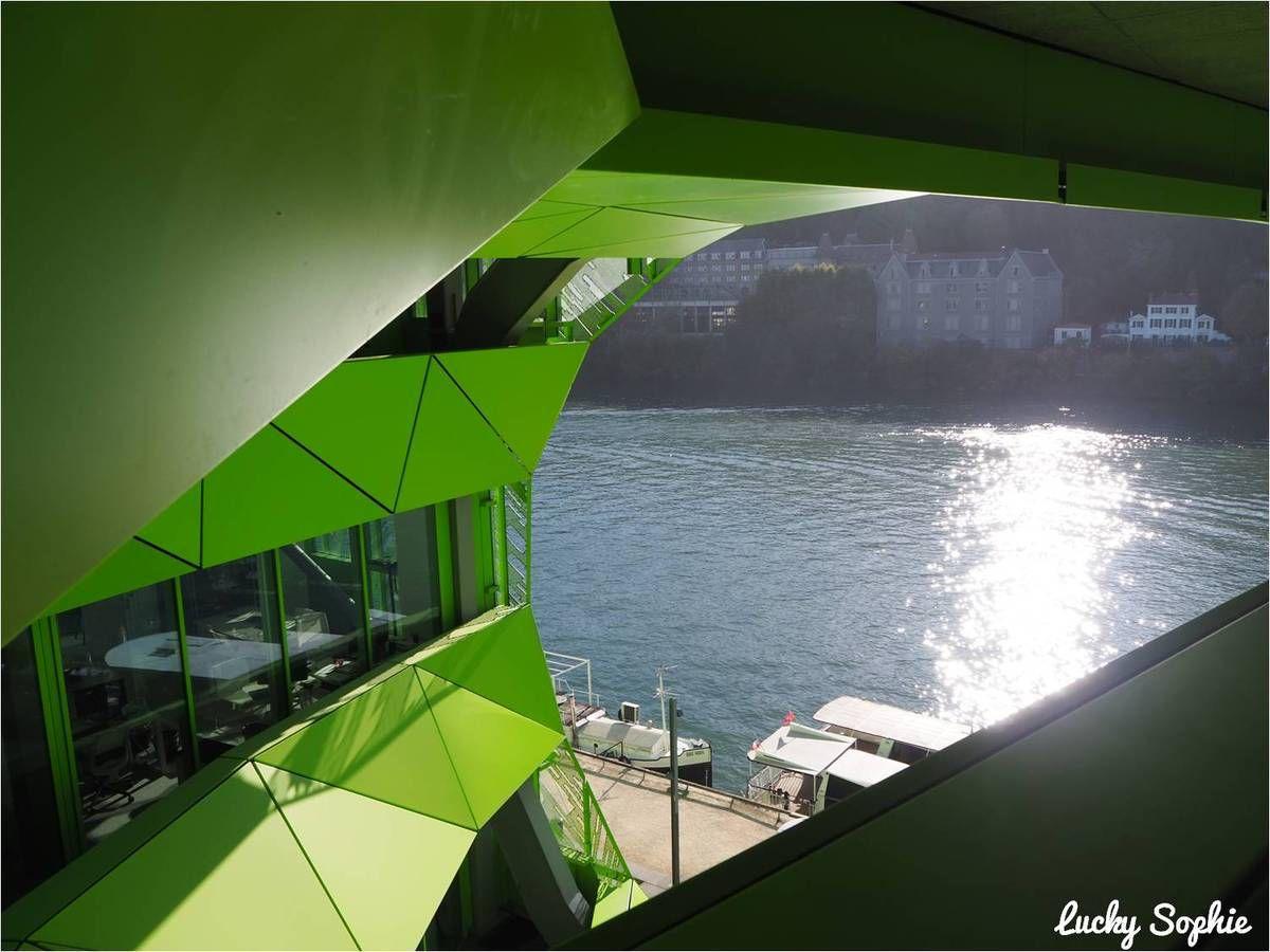 La vue sur la Saône depuis l'un des deux trous du bâtiment d'Euronews !