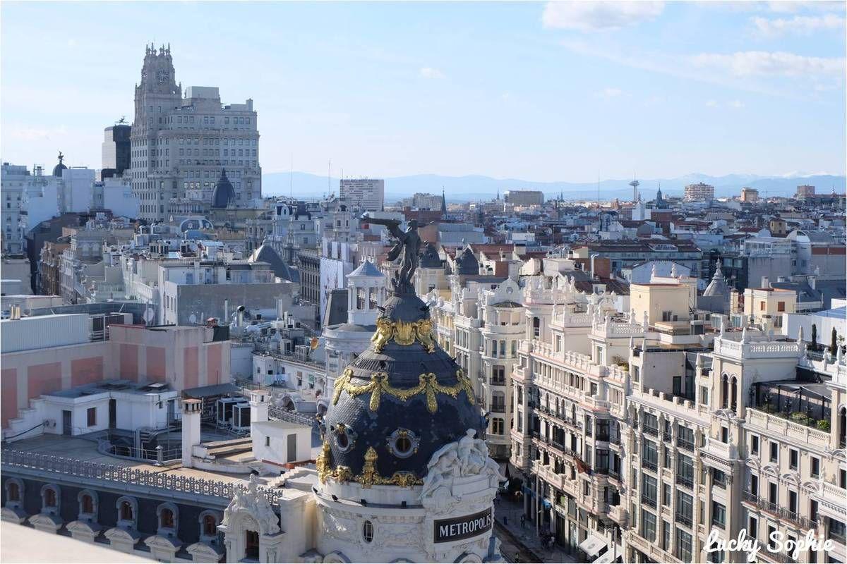 A Madrid on a souvent pris de la hauteur à la recherche des plus beaux points de vue sur la ville : après le phare de Moncloa, le téléphérique, nous avons adoré le rooftop du musée Circulo de Bella Artes avec les montagnes enneigées au fond !
