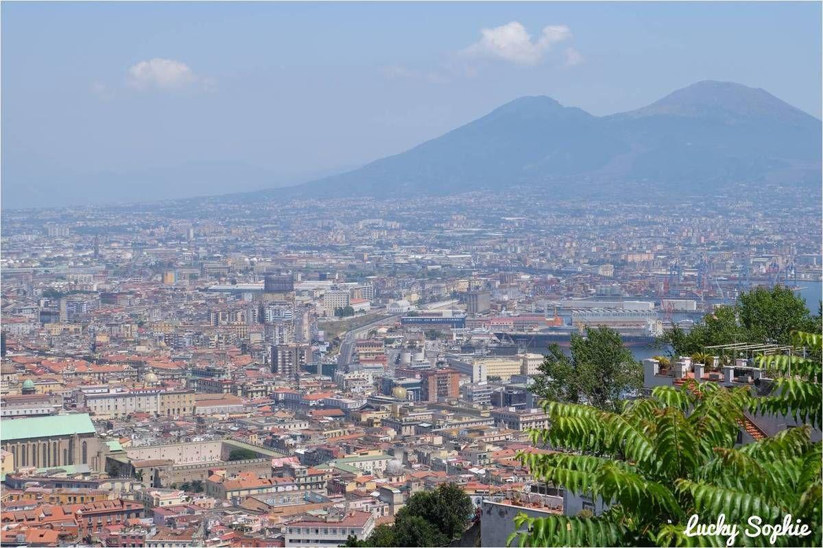 L'incroyable ville de Naples, la montée au Vésuve, l'émouvante visite de Pompéi et la baignade dans les eaux de Capri : un voyage inoubliable !