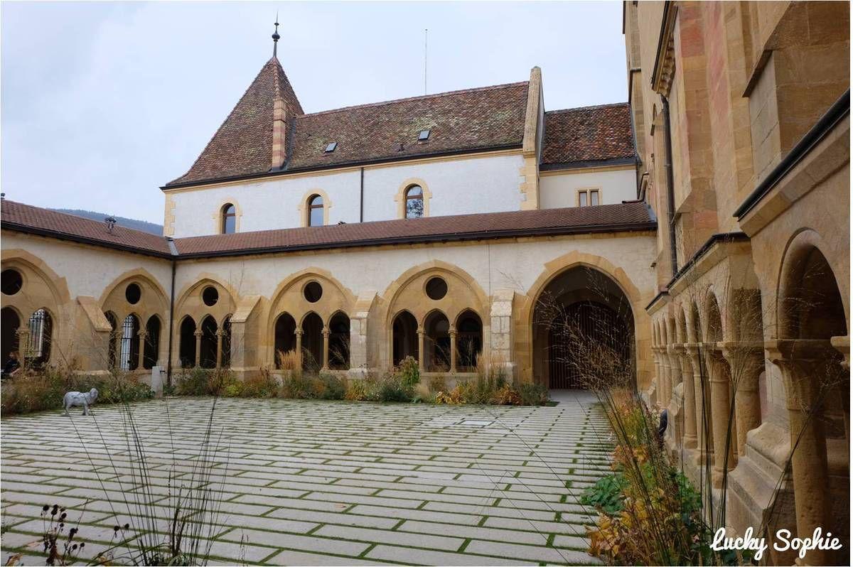 Le cloître de la Collégiale de Neuchâtel