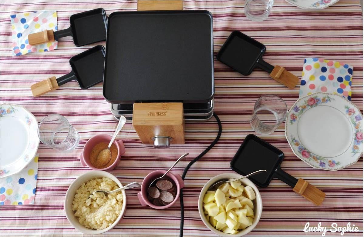 Fruits caramélisés, banane-chocolat fondu ou encore crumble, voici 3 idées de desserts à réaliser à l'appareil à raclette !