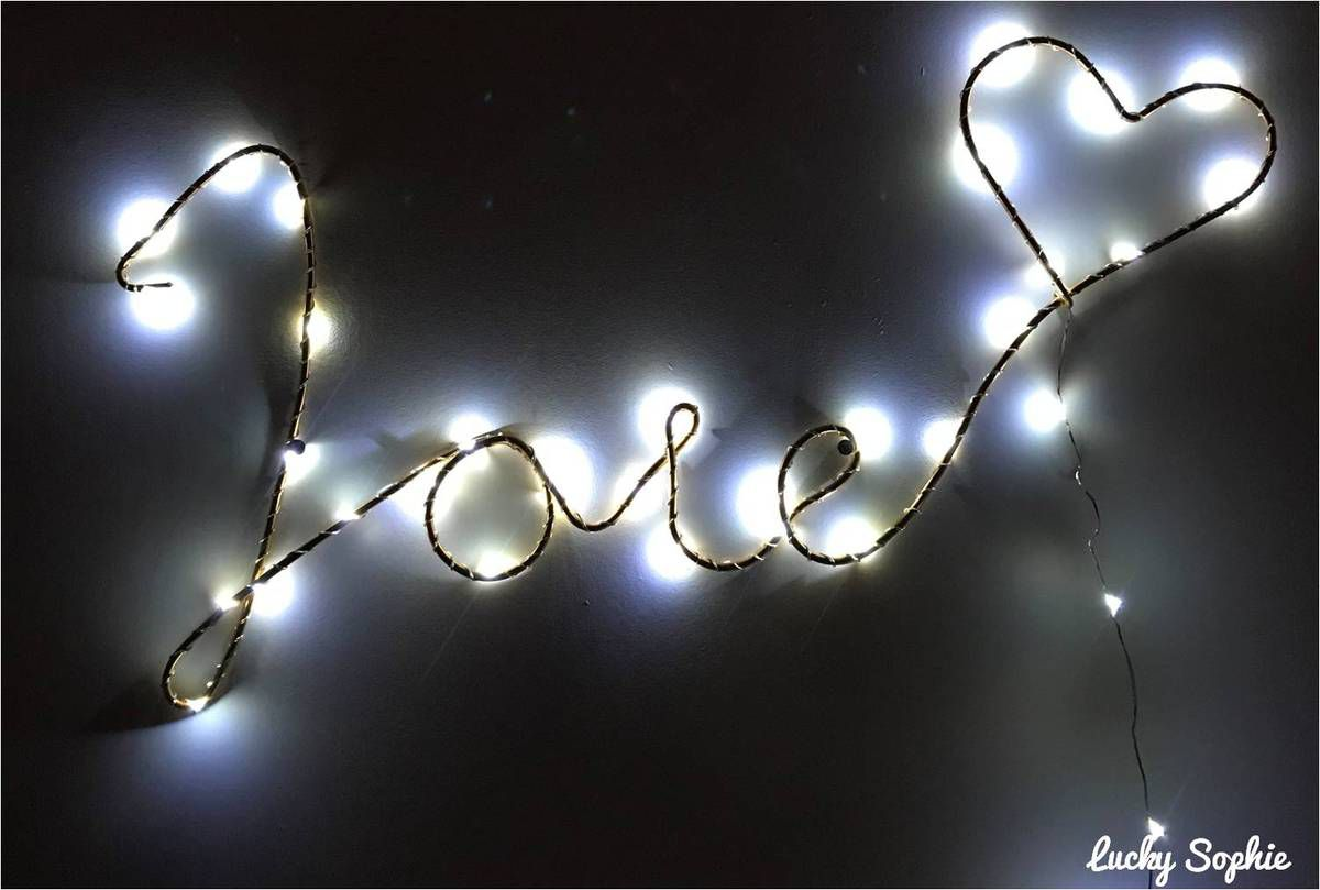 Le joli mot lumineux créé avec mes petites mains lors de l'atelier DIY des Galeries Lafayette ♥