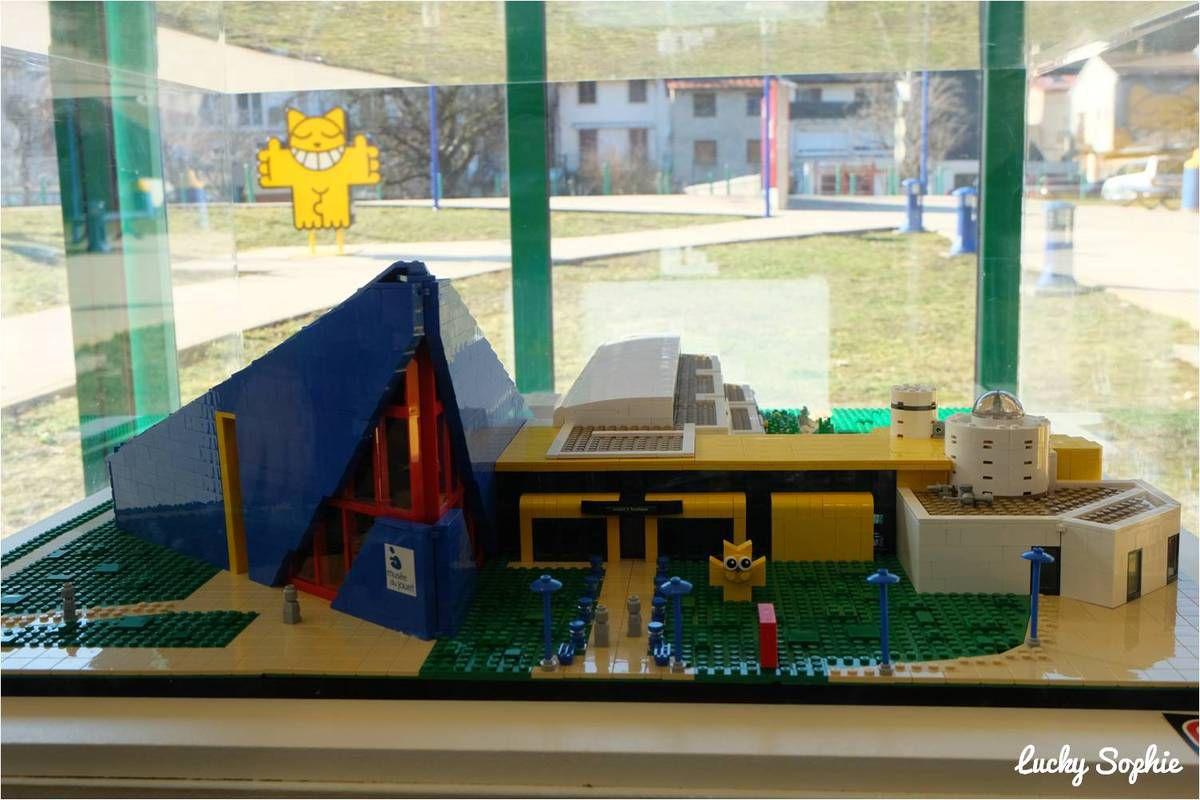 Il y a même la maquette du musée du Jouet en Lego !