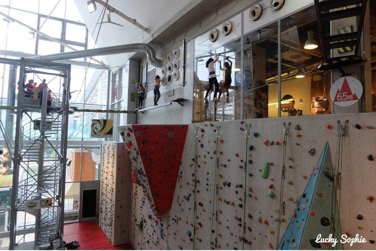 Plus que l'escalade, l'activité que les enfants ont préférée, c'est le parcours aventure en hauteur avec tyrolienne et saut dans le vide !