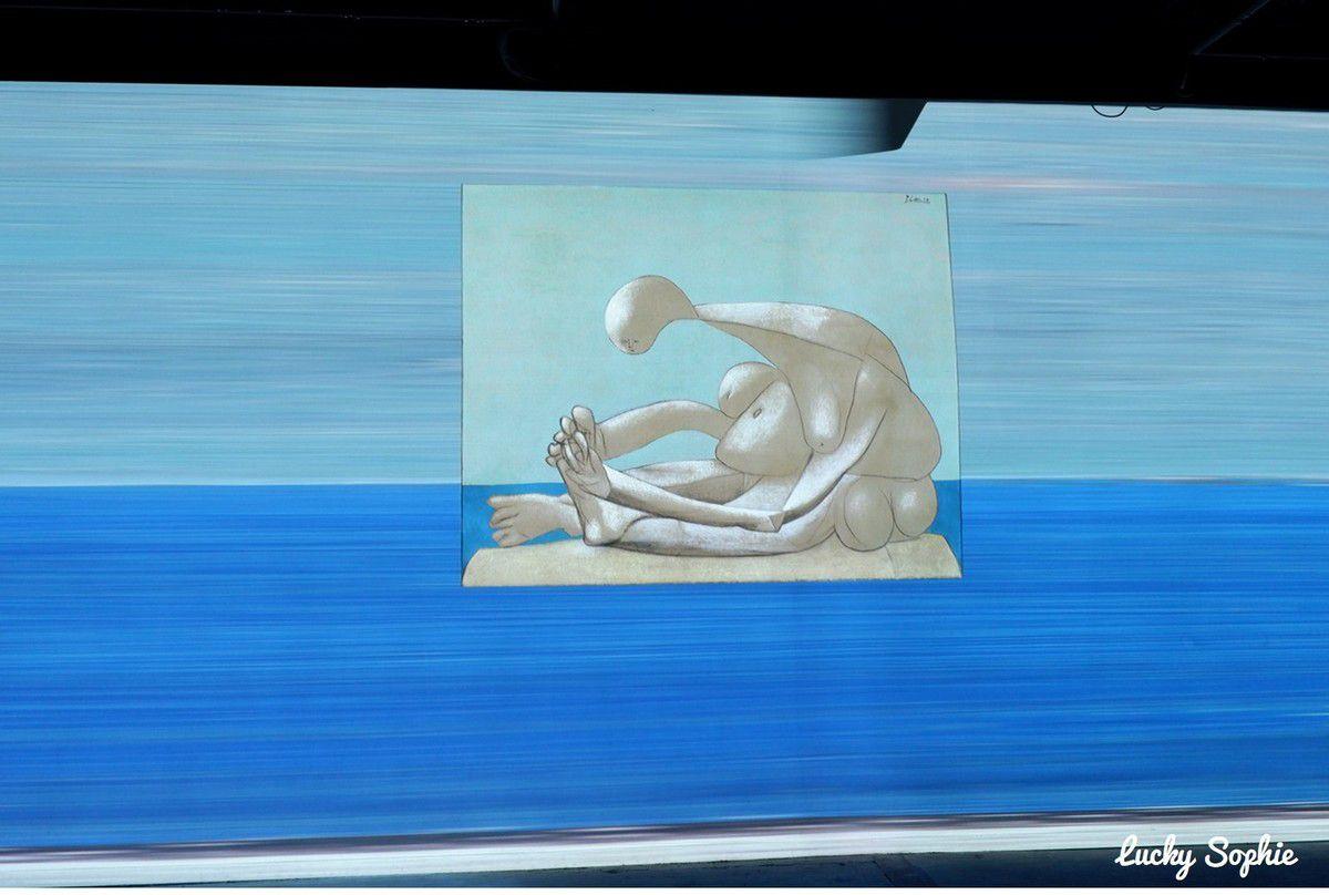 Le tableau Femme assise sur la plage vu dans l'exposition peut s'admirer en vrai au Musée des Beaux-Arts de Lyon !