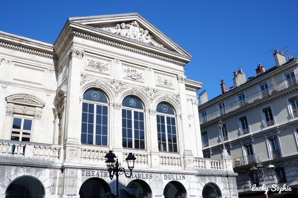 Le théâtre Charles Dullin sur le parcours des éléphants à Chambéry.