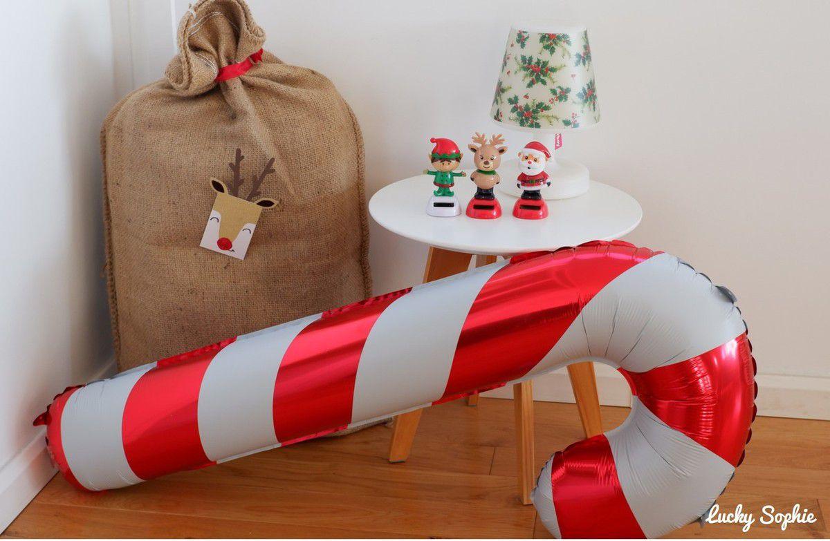 Gonfler un ballon géant sucre d'orge et tout de suite, on plonge dans l'ambiance Noël