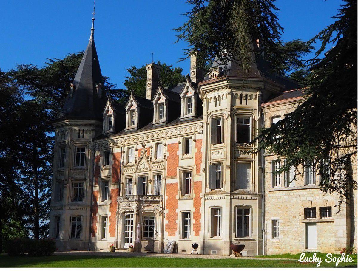 Le superbe château de Varambon.
