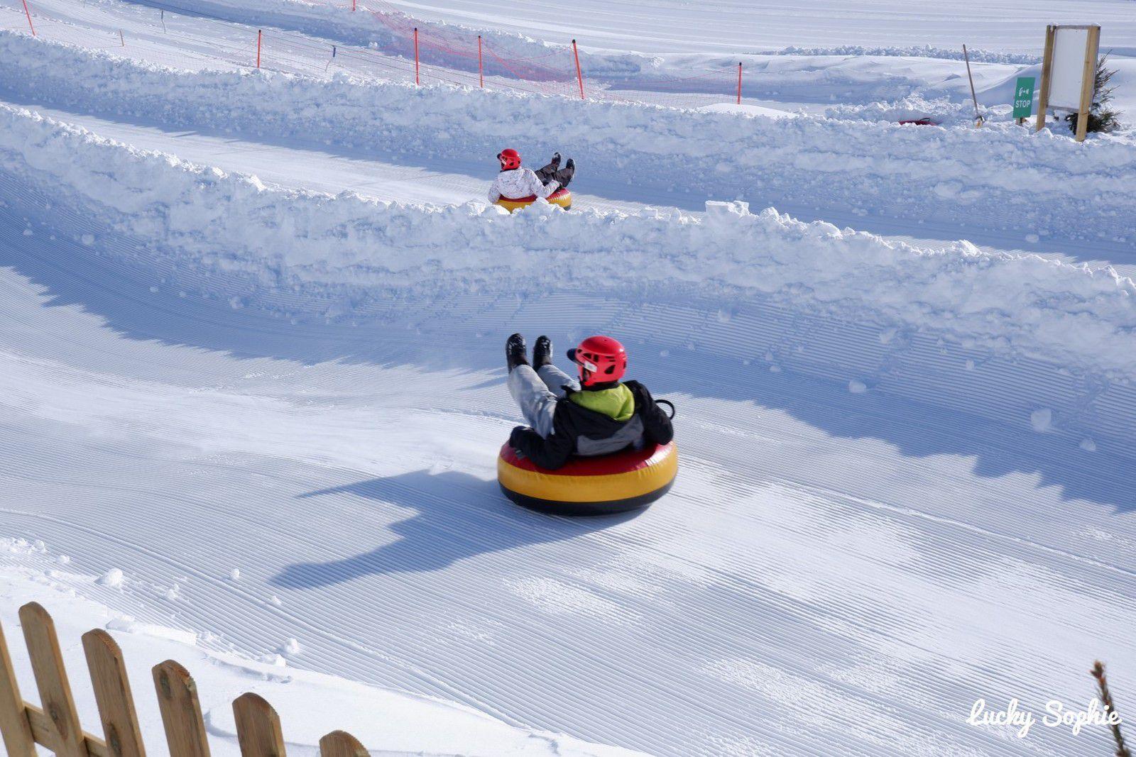 Départ deux par deux sur la piste Avalanche, la plus facile !