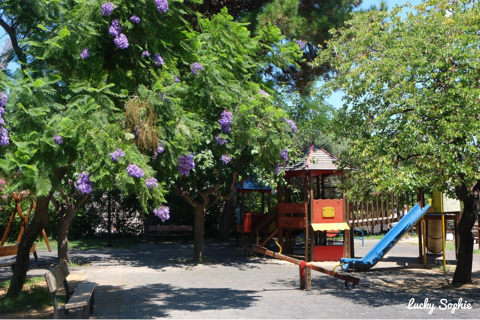 Avec des enfants, je vous conseille un arrêt au jardin botanique avec des jeux à l'ombre des arbres.