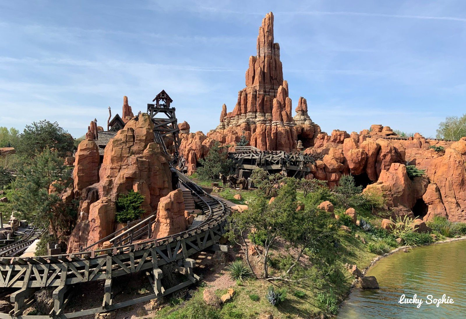 L'une des attractions favorites où il y a toujours beaucoup de monde : Big Thunder Mountain. Fast pass obligatoire !