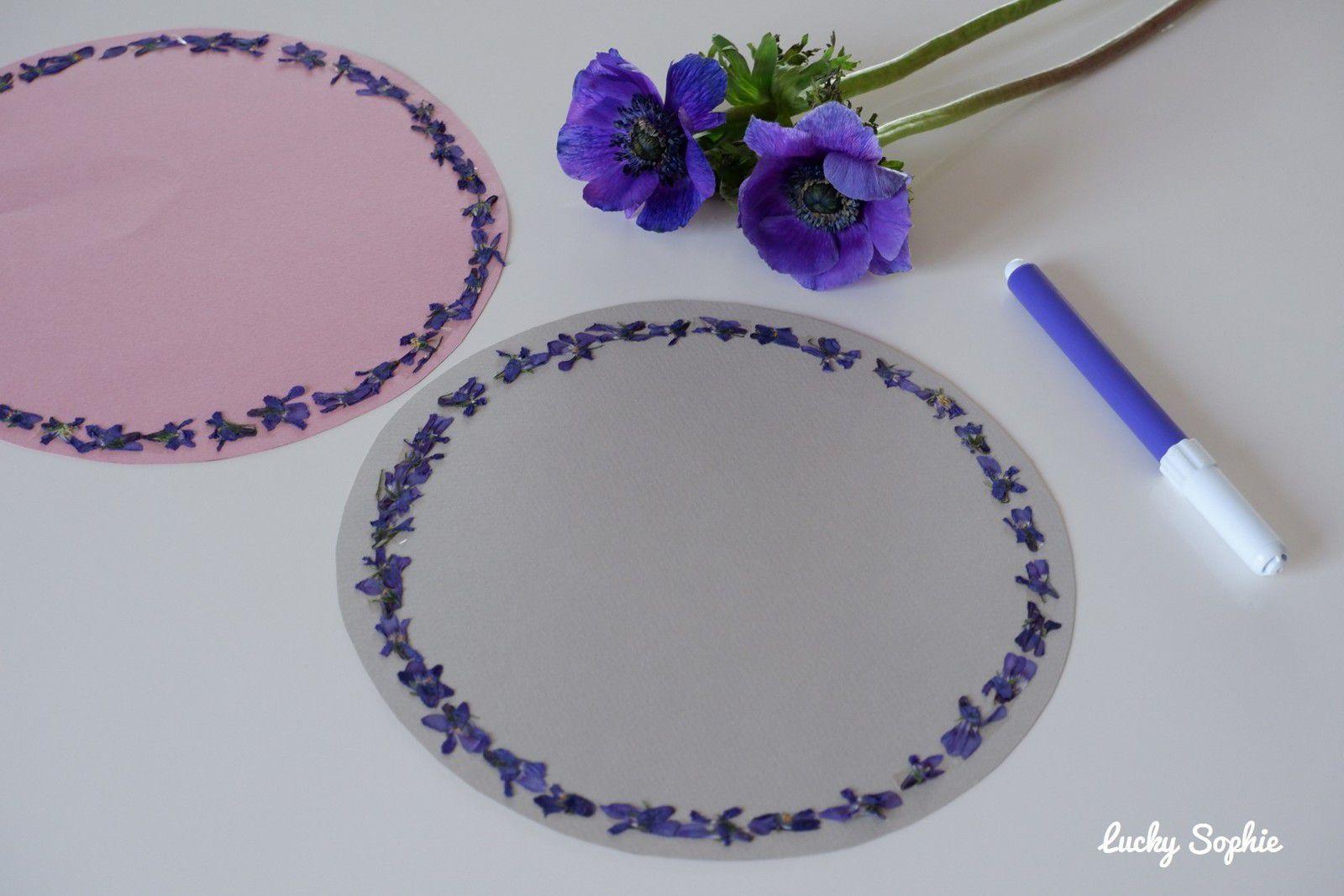 Couronne de printemps en violettes séchées
