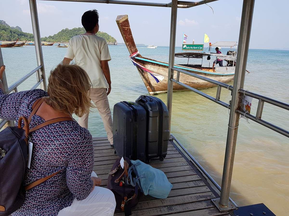 Thaïlande 2018 : le jour du départ , nous repartons en tracteur ...