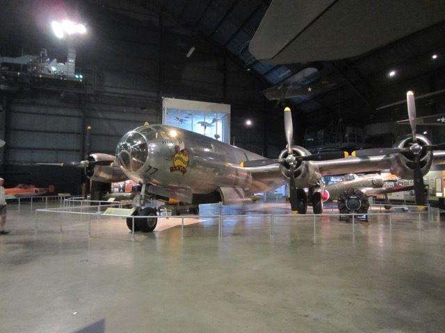 "terrifiant : Bockscar, le B-29 Superfortress qui largua ""Fat Man"" sur Nagasaki le 9 aout 1945"
