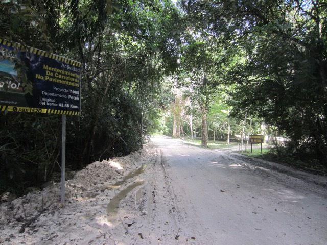 la route vers Uaxactun, a 23 kilometres d'ici. Brrr....