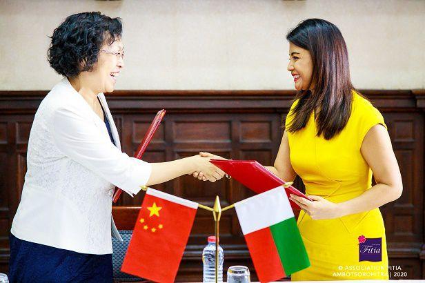 Chine-Association Fitia, 07.01.2020. Don de 74 pompes à eau