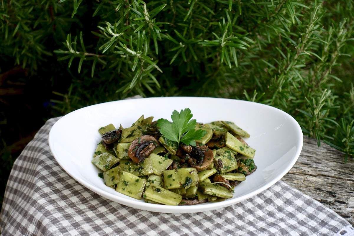Haricots plats et champignons de paris