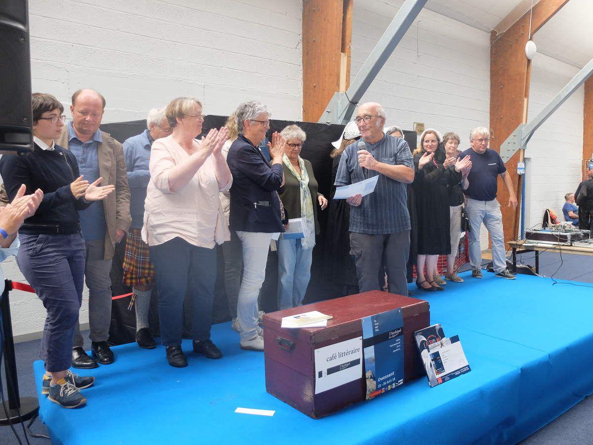 Remise du Prix littérature scientique à Alain Castan représentant Hamid Mokaddem