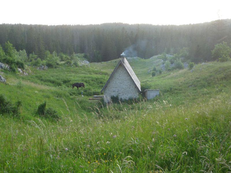 la cabane de Carette;Les loups ne sont pas loin.