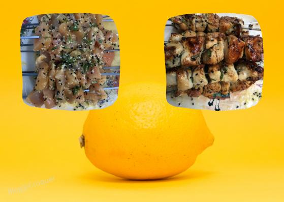 Brochettes de poulet, miel, citron, sésame