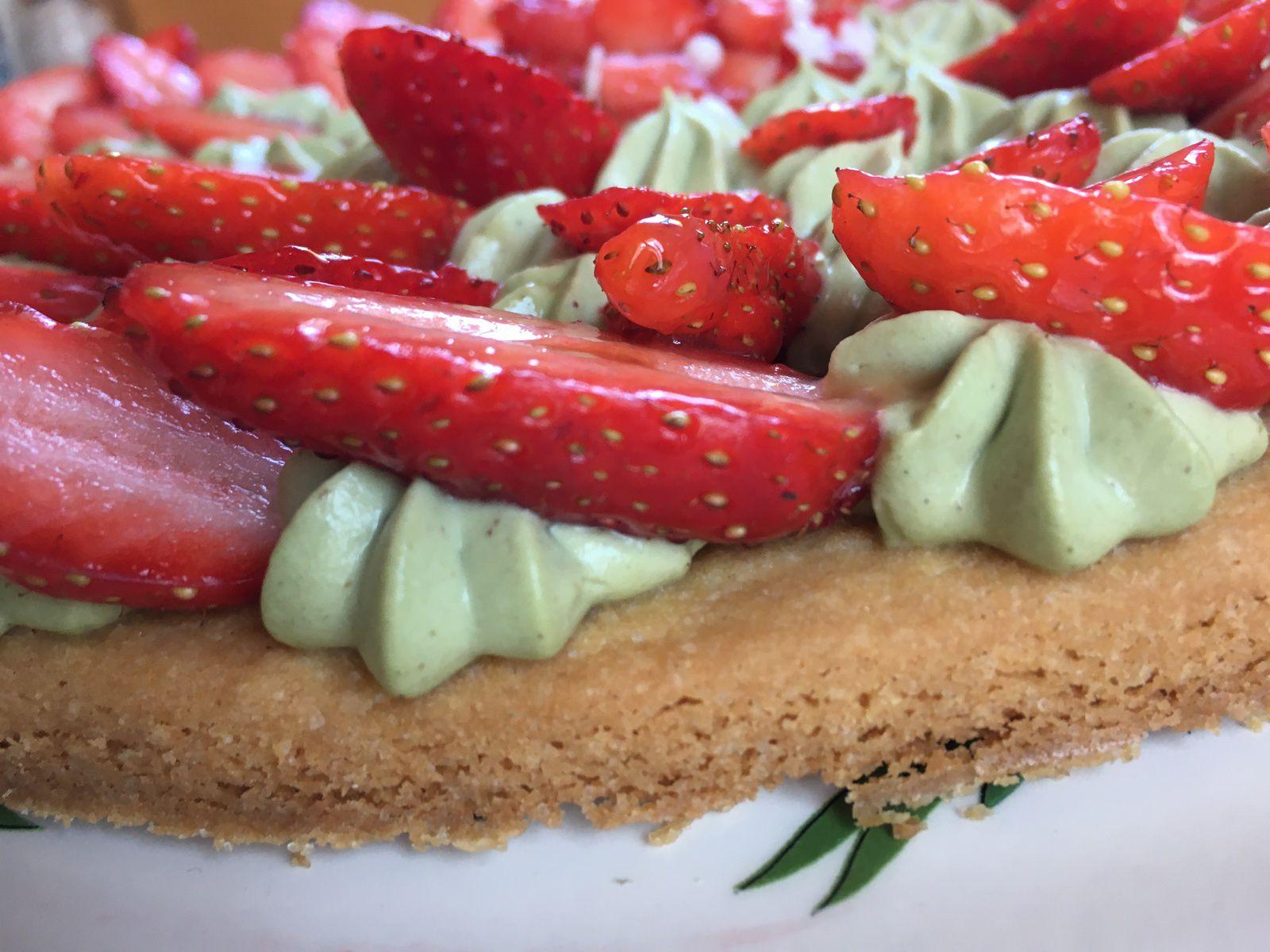 Tarte fraises pistaches, le dessert du WE (confinement # semaine 4), avec le sablé breton de Christophe Felder